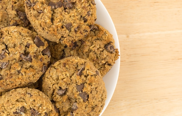 Banana-sweetened oatmeal chocolate chip cookies
