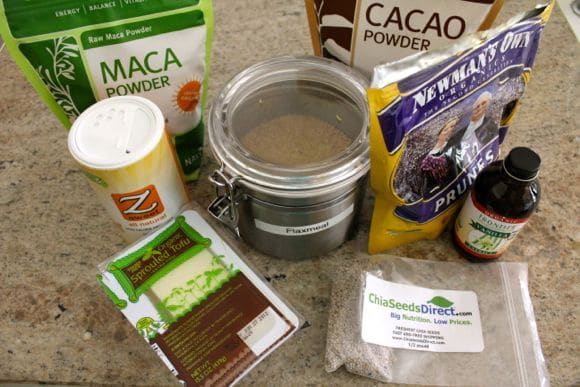 Making mizuna green smoothie with add-ins