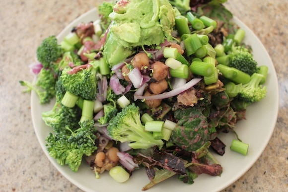 Green salad with broccoli, beans and avocado.