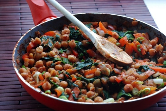 Spanish Chickpeas and Spinach with Roasted Garlic from the taste space