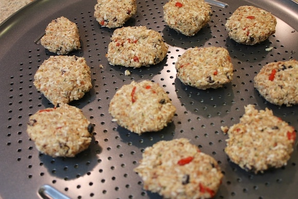 Almond-Pulp Goji Cookies from Carrie on Vegan | www.carrieonvegan.com