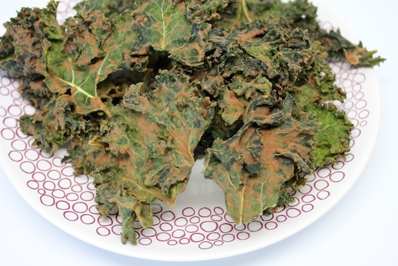 Apple Pie Kale Chips from Carrie on Living | www.cleaneatingkitchen.com