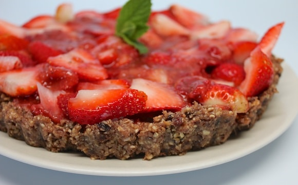 Raw Strawberry Tart from Carrie on Living | www.cleaneatingkitchen.com