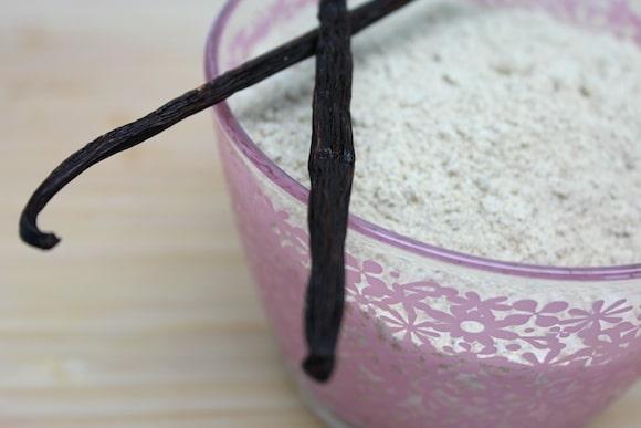 Vanilla Powder up close.