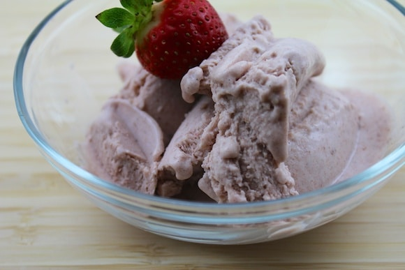 Strawberry & Vanilla Bean Ice Cream from Carrie on Living | www.cleaneatingkitchen.com