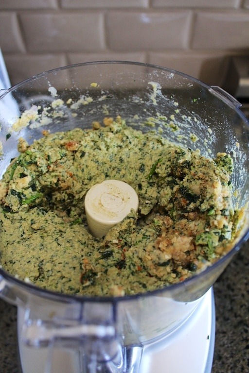 Chickpeas and kale blended together