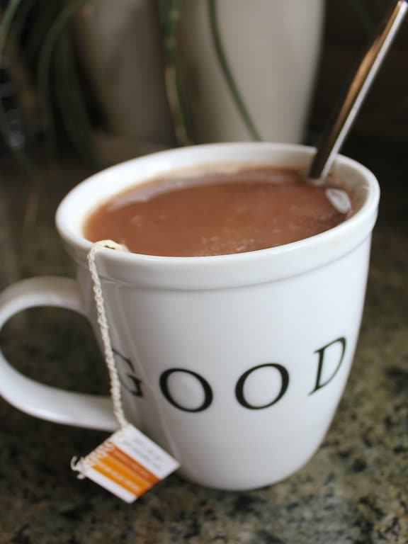 Hot cocoa and mint tea beverage| www.cleaneatingkitchen.com