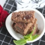 Raw Chocolate Chips Brownies (grain-free, paleo, vegan) from Carrie on Living | www.cleaneatingkitchen.com