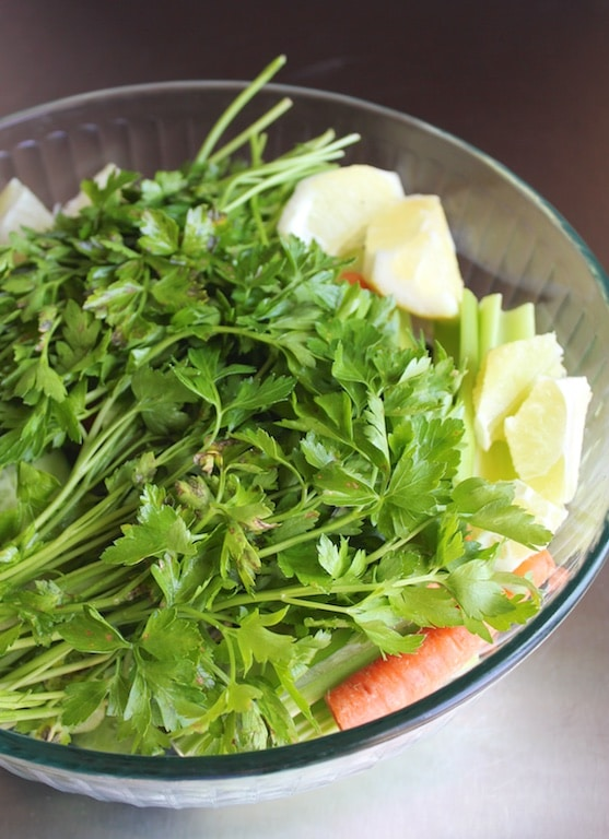 Romaine & Veggie Juice from Carrie on Living | www.cleaneatingkitchen.com