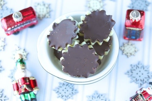 Homemade Peppermint Patties that are vegan and paleo, with no refined sugars. This is a healthy treat to enjoy anytime of year!