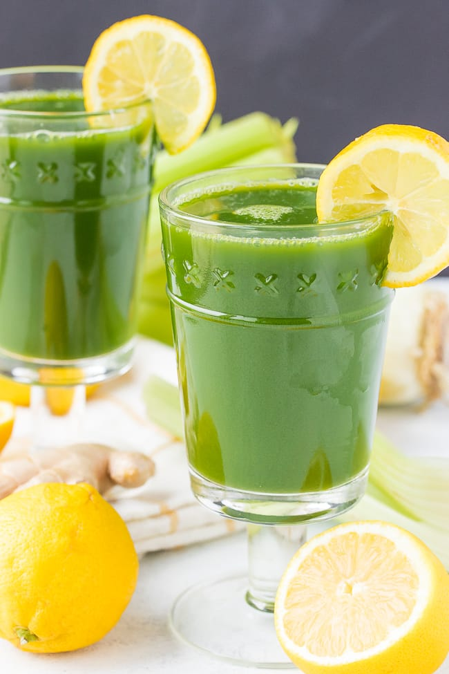 pretty glasses with green juice and lemon wedges