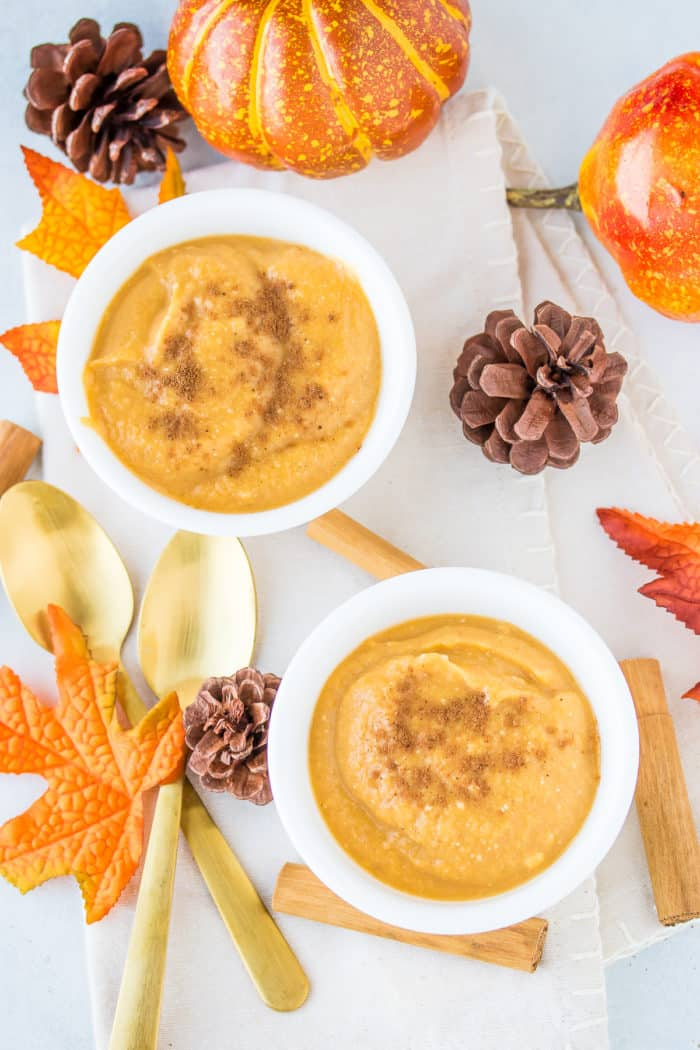 two bowls of pumpkin pie pudding