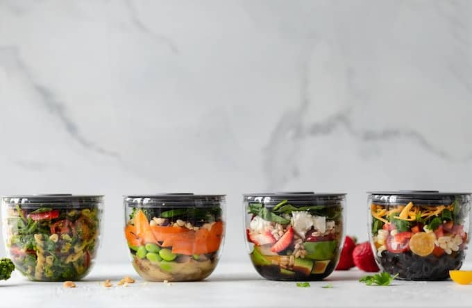 salads in jars ready to eat