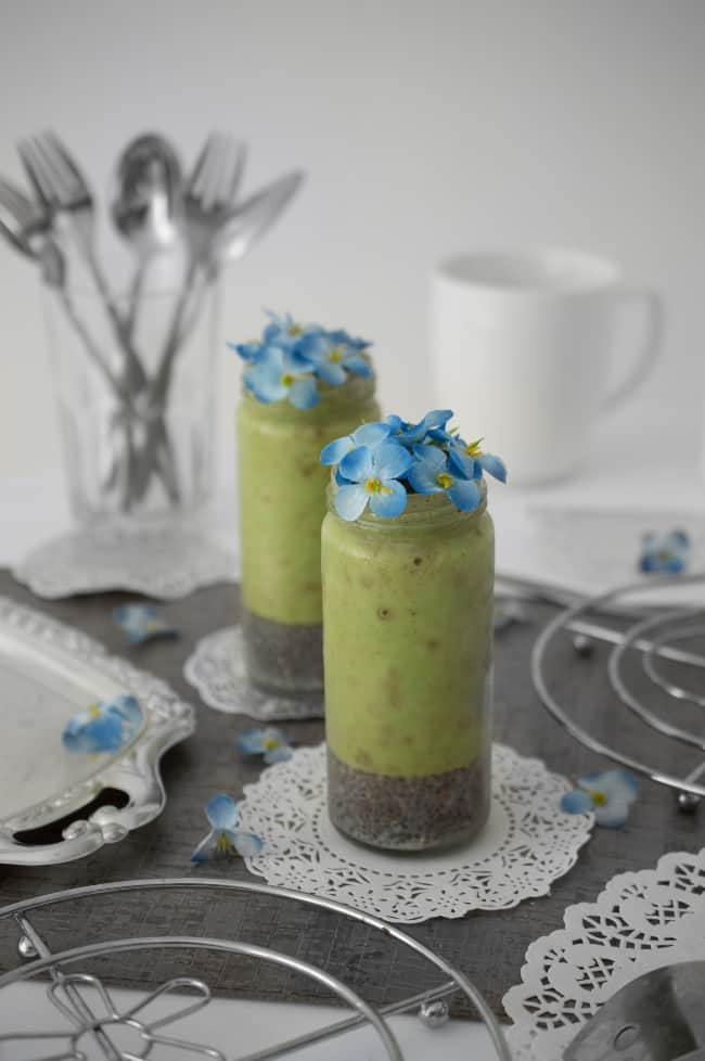 Green smoothies with Chia and flowers