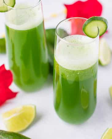 cucumber juice in glasses with flowers