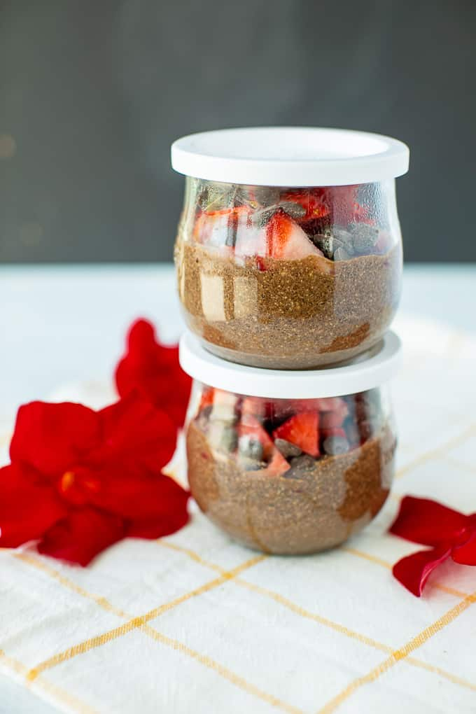 weck jars with lids and chia pudding