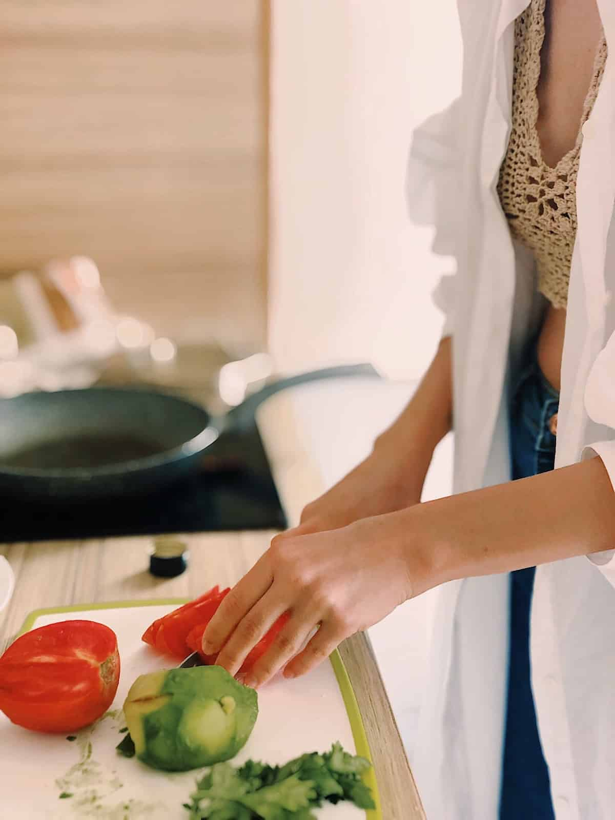 woman chopping up vegetables in the kitchen