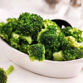 instant pot steamed broccoli in dish