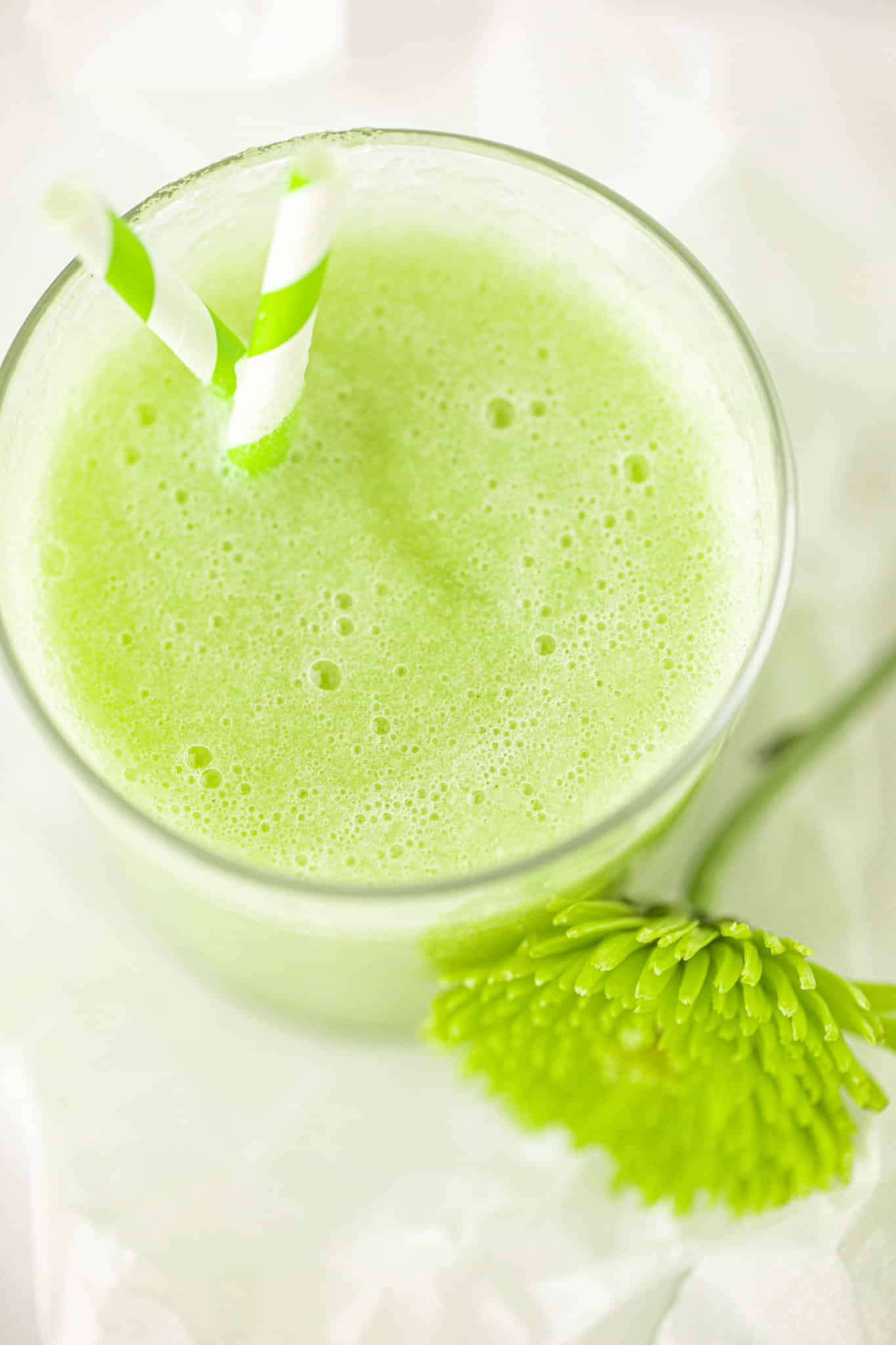 picture with green honeydew melon smoothie in a glass