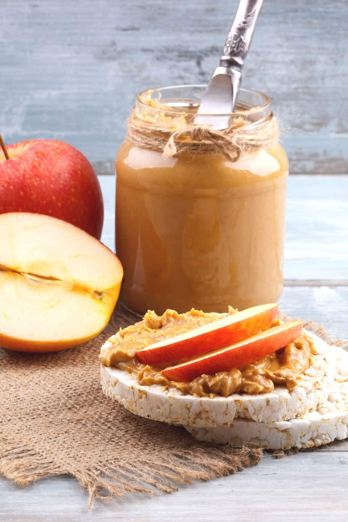 rice cakes with peanut butter and apple
