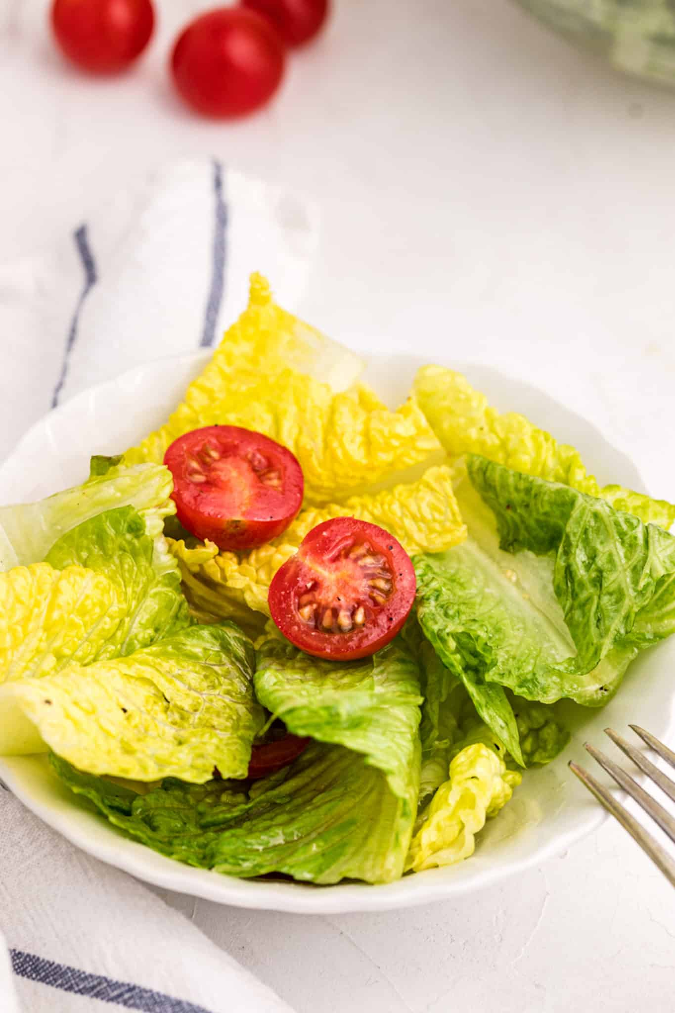 romaine salad with cherry tomatoes