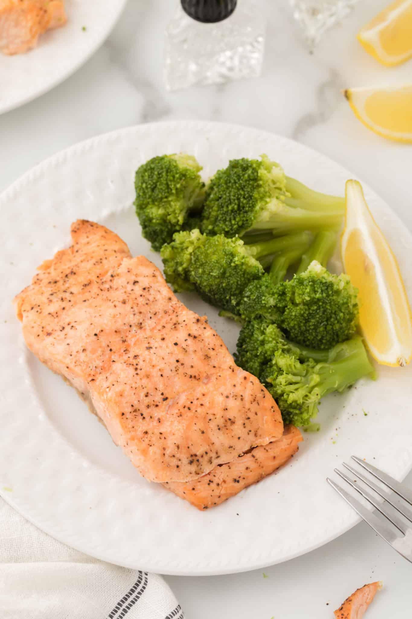 Salmon with broccoli
