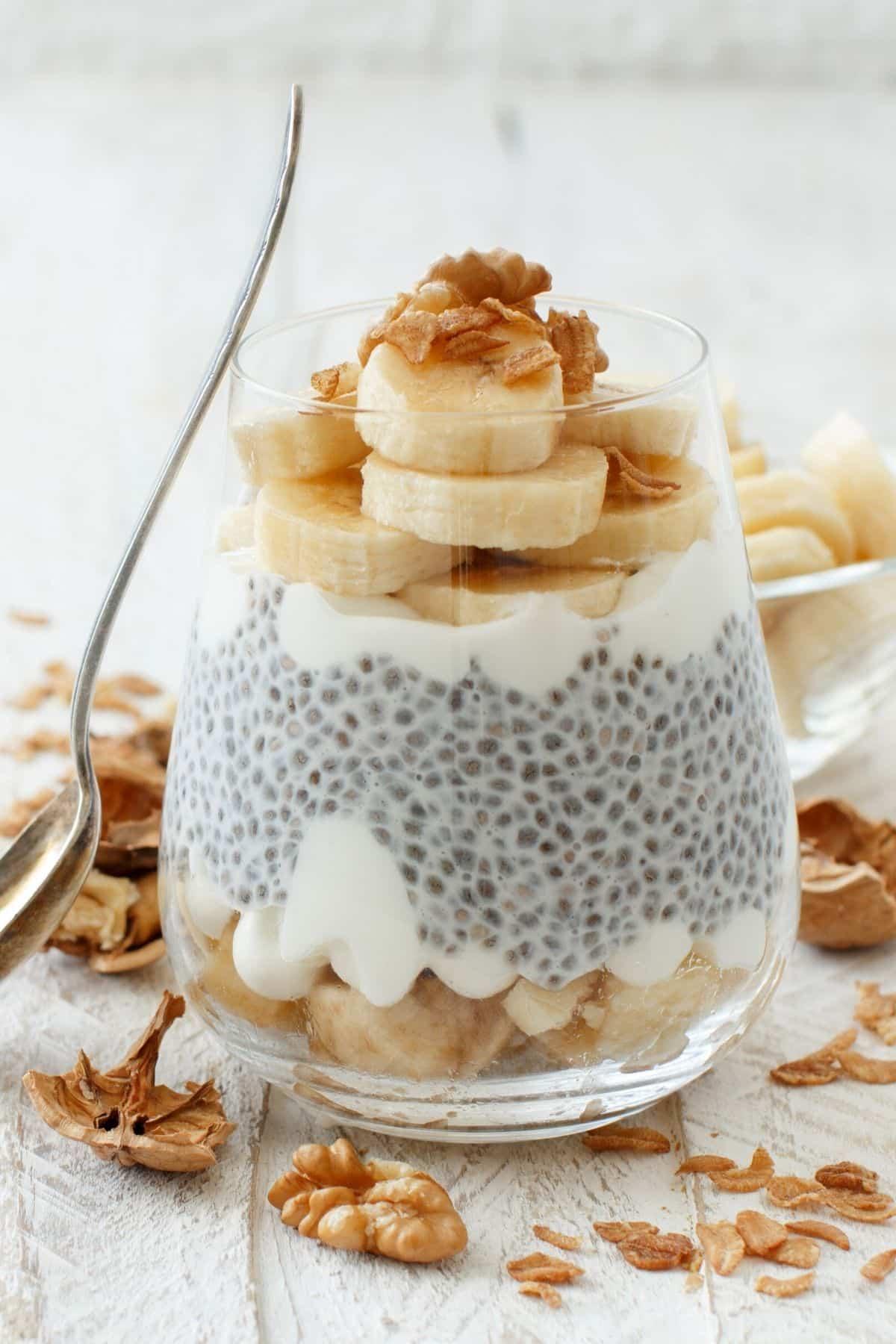 chia pudding with bananas