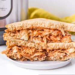 instant pot pulled bbq chicken sandwich