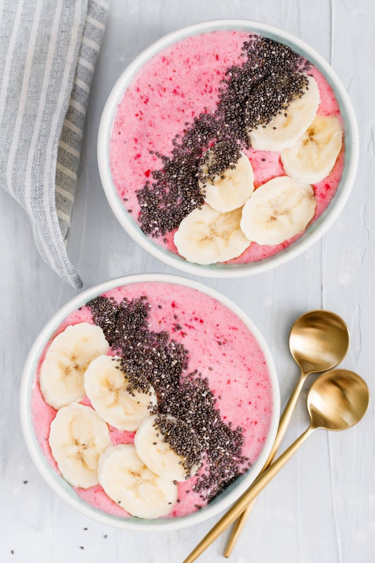 smoothie bowls with bananas and chia seeds